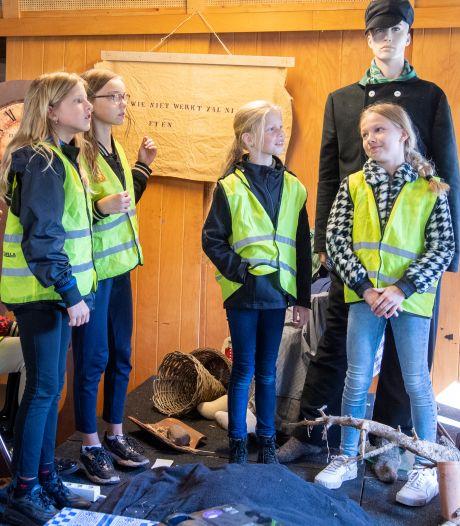 Kinderen uit Balkbrug luisteren geboeid naar nieuw jeugdboek over strafkolonie