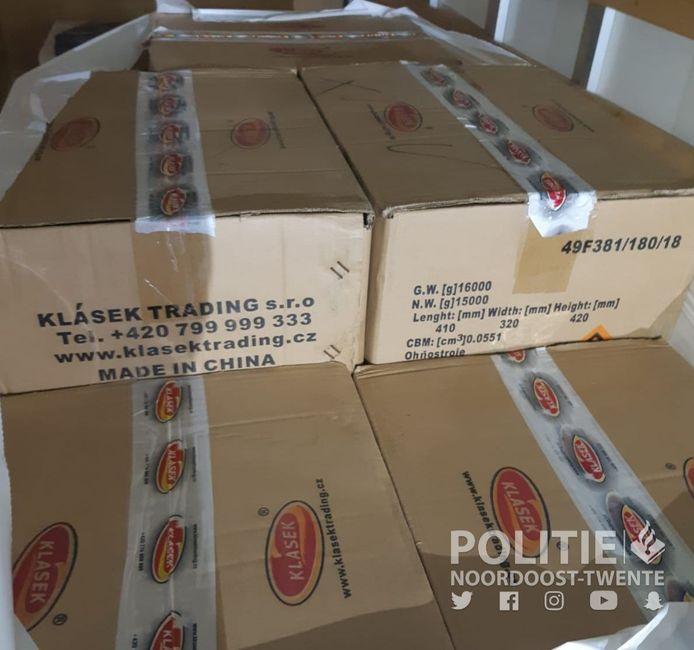 De vondst in een vrachtwagen aan de grens bij Losser: 2000 kilo illegaal vuurwerk.