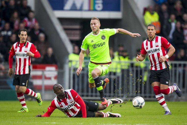 Willems torpedeert Van der Hoorn. Beeld ANP Pro Shots