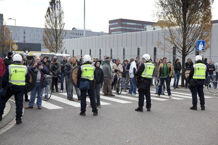 Politie houdt iedereen weg van de pro-Wilders demonstratie. Foto © Amaury Miller Beeld