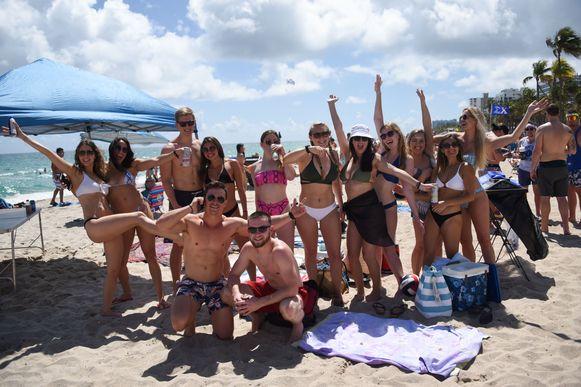 Miami Beach sloot vrijdag de stranden, Fort Lauderdale, een andere grote stad in Florida, deed dat pas later. Het leidde ertoe dat velen zaterdag vanuit Miami naar Fort Lauterdale trokken.