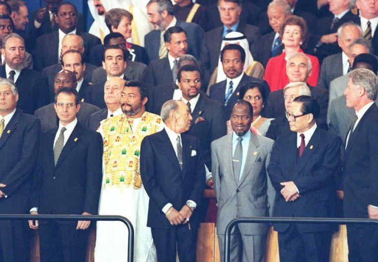 1995, linksmidden staat de Cubaanse leider Fidel Castro, hij kijkt in de richting van de Amerikaanse president Bill Clinton (rechtsonder) tijdens een algemene vergadering van de VN in New York. Beeld null