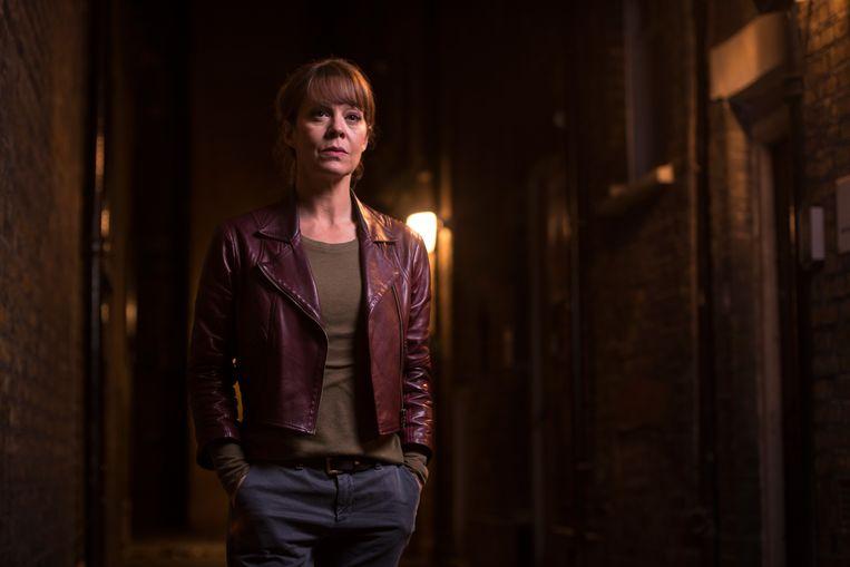 Een verdienstelijke Helen McCrory speelt advocate Emma Banville, die een complot moet ontwarren dat tot de onterechte opsluiting van haar cliënt geleid heeft.   Beeld VRT