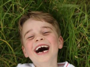 Trois adorables clichés dévoilés pour les six ans du prince George