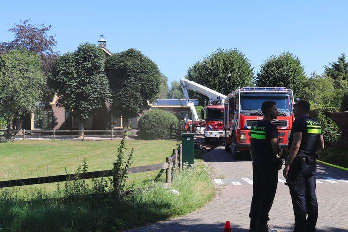 De brandweer ter plaatse bij het vuur in Overberg.