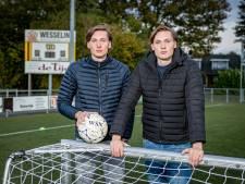 Twee 'dezelfde' spelers in één elftal: tweeling van UD Weerselo wil vaste waarde worden