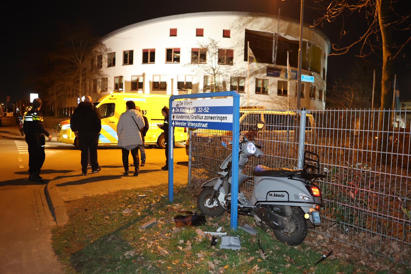 Bij een snelheidscontrole op de Stadionlaan in Den Bosch is een scooterrijder per ongeluk ingereden op een agent.