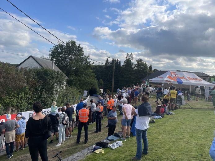 Bovenop de top van de helling in de Bekestraat kwamen vrijdag al enkele honderden mensen naar de beloften kijken.
