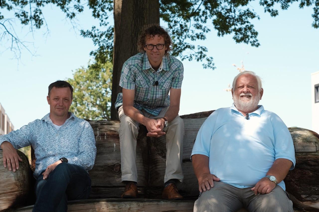 Dirk Roskam, Hendrik Jan Teekens en  Gerben de Jong (vlnr) in het waterbestendige Bijvank.