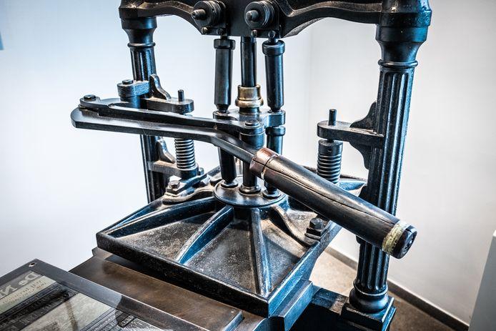 Deze drukpers van Het Laatste Nieuws komt binnenkort naar het Gents Industriemuseum
