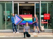Gratis regenboogvlaggen uitgedeeld na brand in studentenflat in West