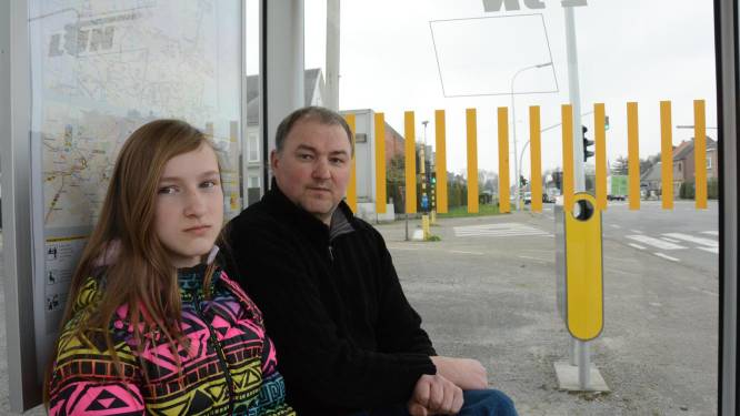 Papa rijdt bus klem om dochter (14) te redden