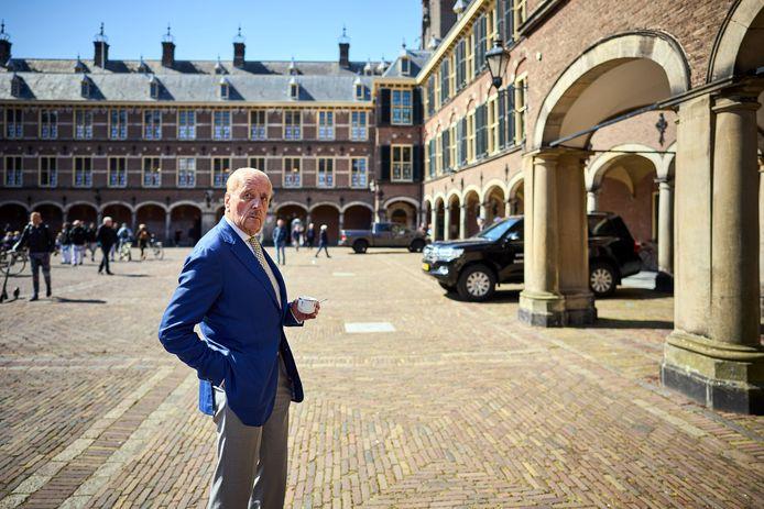 Theo Hiddema (FvD) op het Binnenhof vlak voor zijn beëdiging als lid van de Eerste Kamer namens Forum voor Democratie.