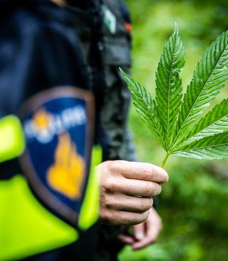 Vondst drugs en veel vals geld: twee panden in Hoeksche Waard gesloten