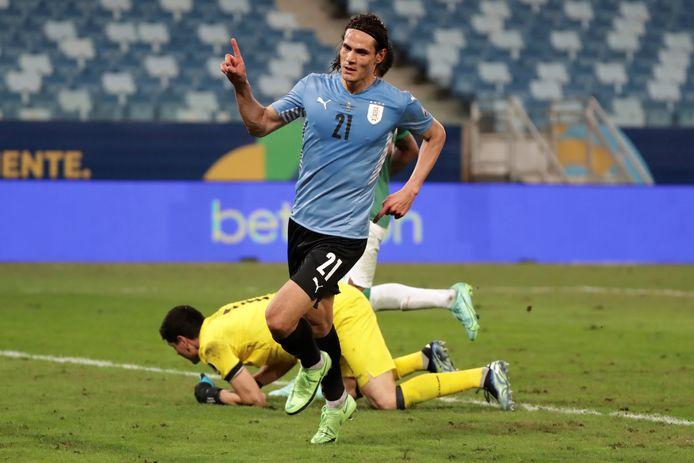 Edinson Cavani viert zijn 2-0 tegen Bolivia op de Copa América.