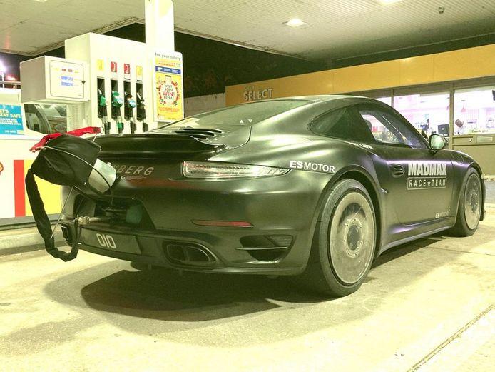 De speciaal geprepareerde Porsche van Eisenberg was onder meer voorzien van een remparachute.