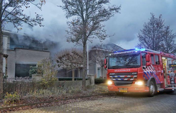 De brandweer rukte donderdagochtend uit voor een woningbrand in Dedemsvaart.
