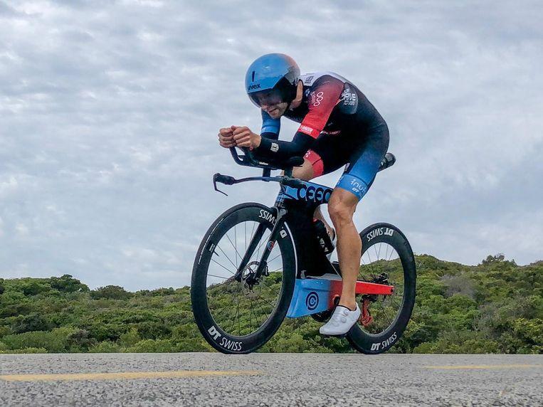 Bart Aernouts op zijn nieuwe Ceepo-fiets in de Ironman van Zuid-Afrika.