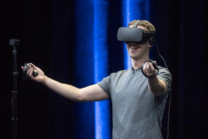 Facebook-baas Mark Zuckerberg met een VR-bril op.
