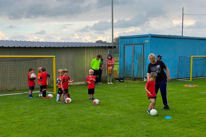 Heel wat jonge spelertjes maakten hun opwachting in de oranje kleuren van de gloednieuwe fusievoetbalclub Erpe-Mere United.