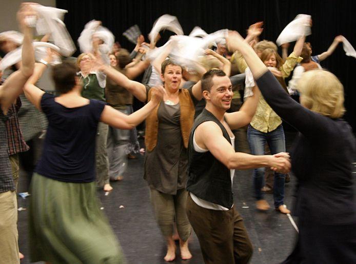 Zoveel mensen op het podium van Junushoff, zoals hier bij een uitvoering van de musical Evita, is voorlopig ondenkbaar.