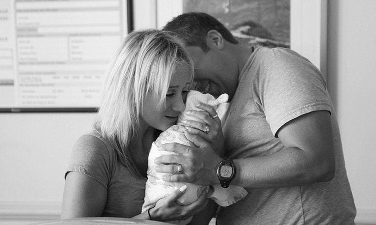 Fotografe legt eerste ontmoeting ouders en adoptiekindje vast