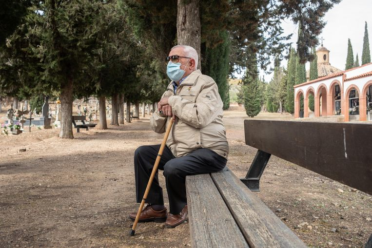 Jesús Cansado, op de begraafplaats van Ateca, waar hij hoopt dat zijn vader ooit zal worden herbegraven. Beeld César Dezfuli