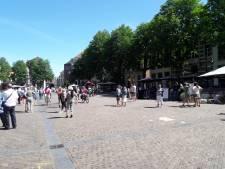 Zonder toilet niet de stad in; winkeliers willen openbare wc in centrum Deventer