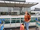Milou Stoots voor vertrek naar Suriname.