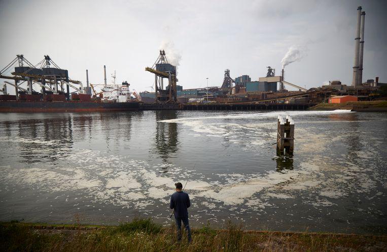 Tata Steel in IJmuiden veroorzaakt ten minste 7% van 's lands totale CO2-uitstoot.  Beeld Getty Images