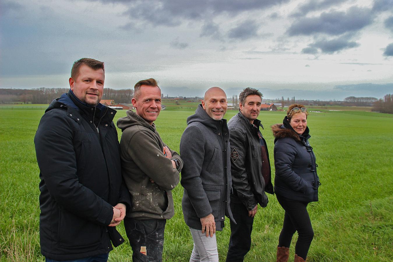 De organisatoren van het EK-dorp in Geluwe aan de locatie in de Ieperstraat