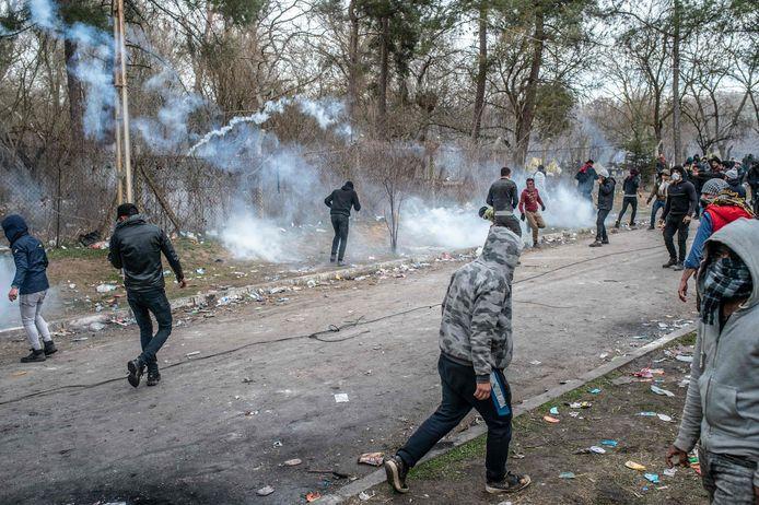 Migranten geraakten opnieuw slaags met Griekse politie aan het Turks-Griekse grensgebied.