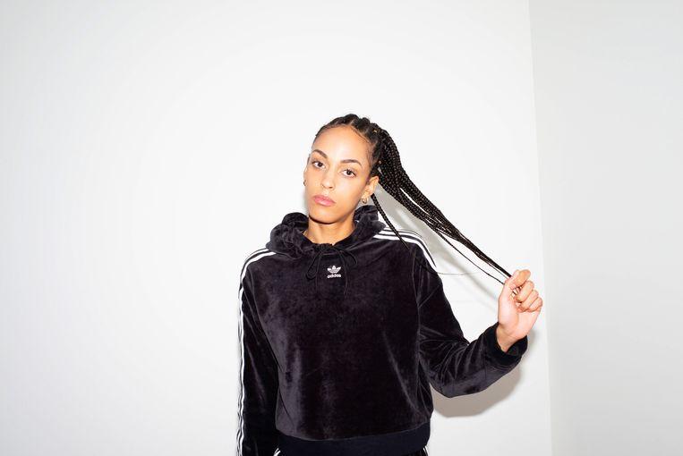 Brochez: 'DJ Black Mamba, die roots heeft in Nigeria, promoot op StuBru vaak opkomend zwart talent in België. Die steun voor onze kunst is belangrijk.' Beeld © VRT - 2019
