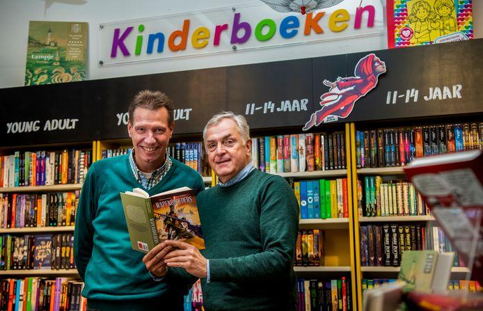 Schrijver Gerard van Gemert (links) en historicus Henry Wilbrink.