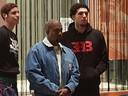 Kanye West komt met zijn gezelschap eten in Olive, een Italiaans restaurant in Shopping 1.