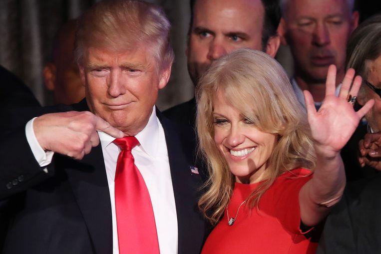 Donald Trump en zijn campagnemanager Kellyanne Conway vieren de verkiezingsoverwinning in Manhattan, New York. Beeld Getty Images