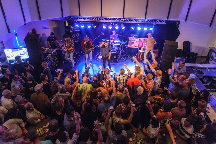 Volle bak tijdens Denekamp Undercover in 2016 bij het optreden van de coverband van Creedence Clearwater Revival.