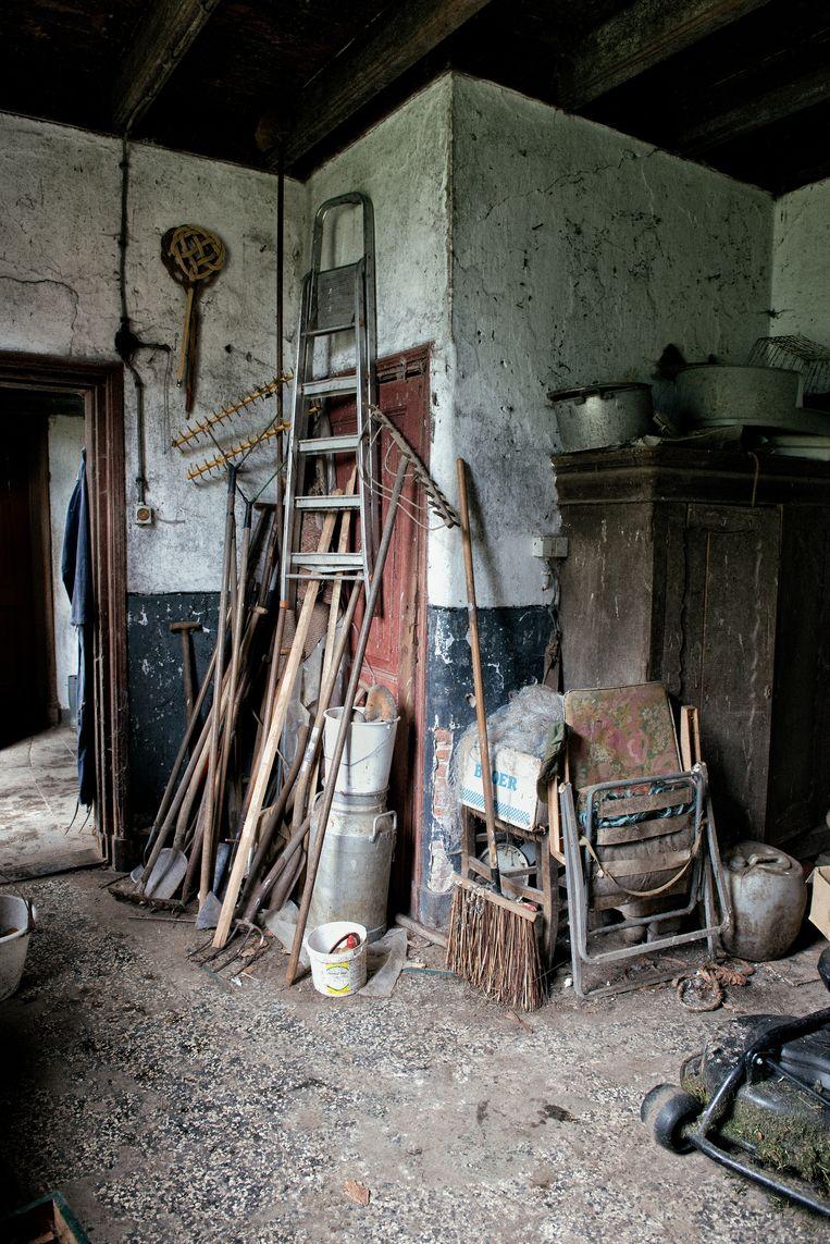 In het ouderlijk huis van broers Gait (71) en Jo (73) heeft in geen tien jaar iemand een stap over de drempel gezet.  Beeld Kees Muizelaar