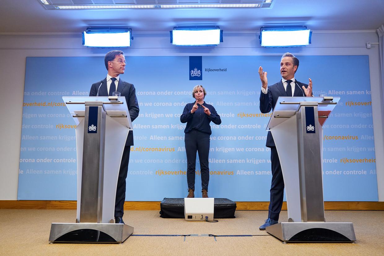 Premier Rutte en 'coronaminister' De Jonge tijdens een persconferentie over nieuwe maatregelen tegen het coronavirus. Beeld ANP
