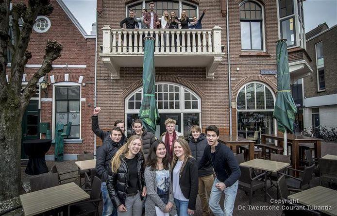 De Oldenzaalse jongeren missen een uitgaansgelegenheid voor hun leeftijdscategorie, van 16 tot 18 jaar.