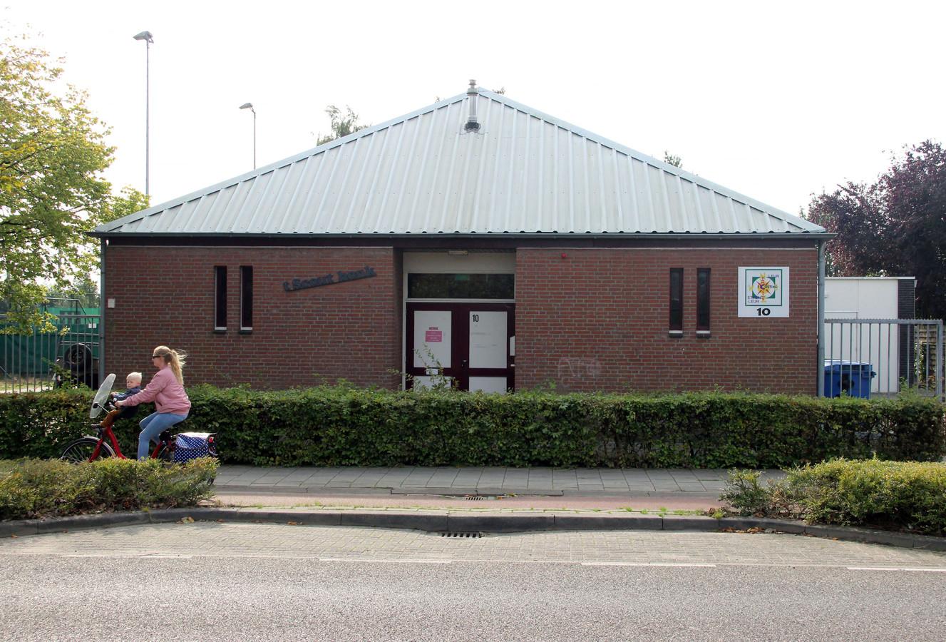 Het onderkomen van Scouting Tarcisius aan de Vijhuizenweg in Leur.