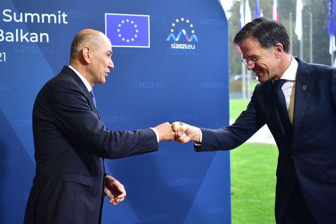 De Sloveense premier Janez Janša en premier Mark Rutte tijdens een internationale top begin deze maand.