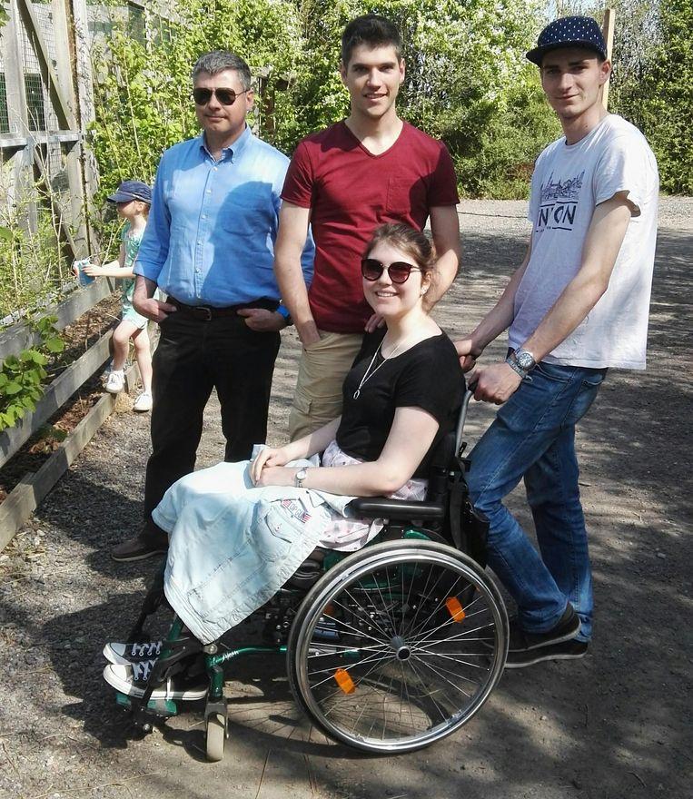 Annemie en haar familie in dierenpark De Zonnegloed.