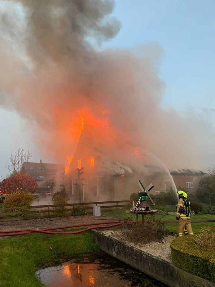 De brandweer schaalde op naar 'grote brand'.