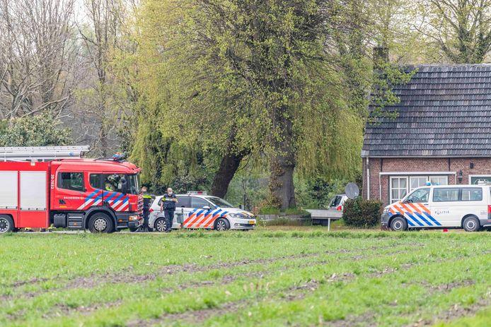 De politie heeft vrijdagavond een mdma-lab aangetroffen bij een loods aan de Schoorweg, een buitengebied tussen Tilburg en Gilze.