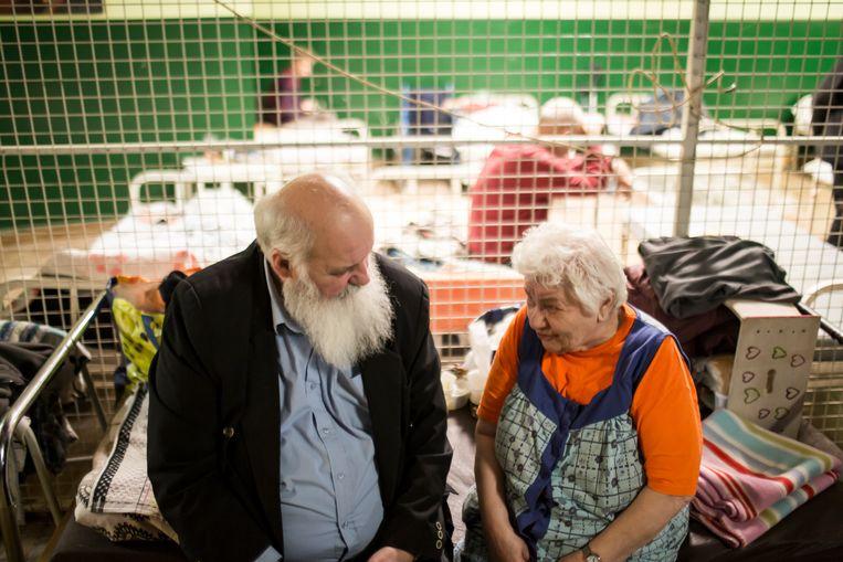 Gábor Iványi in de daklozenopvang in het centrum van Boekarest. Beeld RV -
