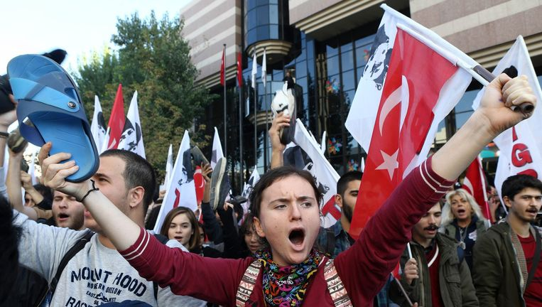 Leden van Turkse Jongerenorganisatie protesteren in Ankara tegen de komst van Barack Obema naar de G20-top in Antalya. Beeld AFP