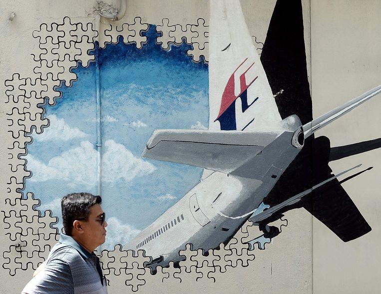 Een muurschildering ter nagedachtenis van de verdwenen vlucht MH370.  Beeld AFP