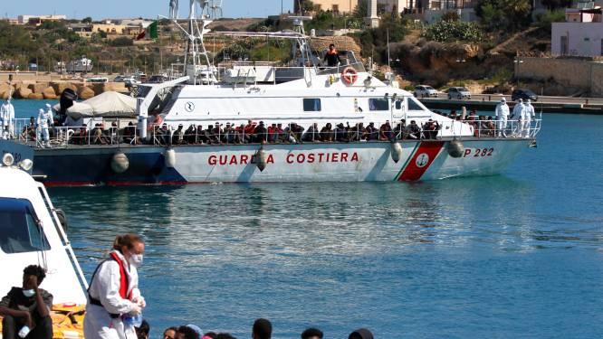 Europese Commissie vraagt lidstaten om solidariteit met forse instroom van bootmigranten in Italië