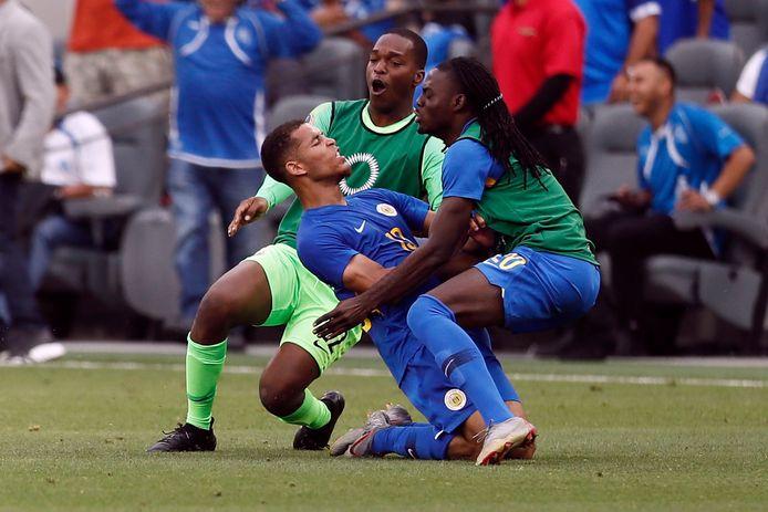 Reserves bespringen Juriën Gaari na zijn late gelijkmaker tegen Jamaica.